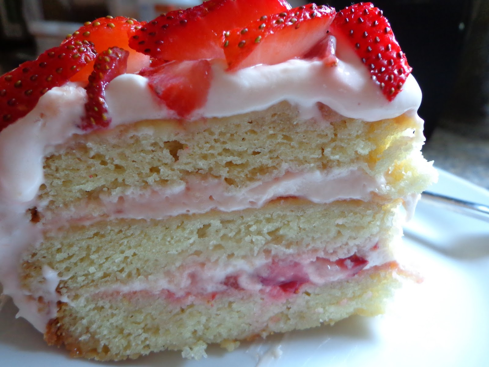 good food tutor vanilla cake with strawberry cream cheese