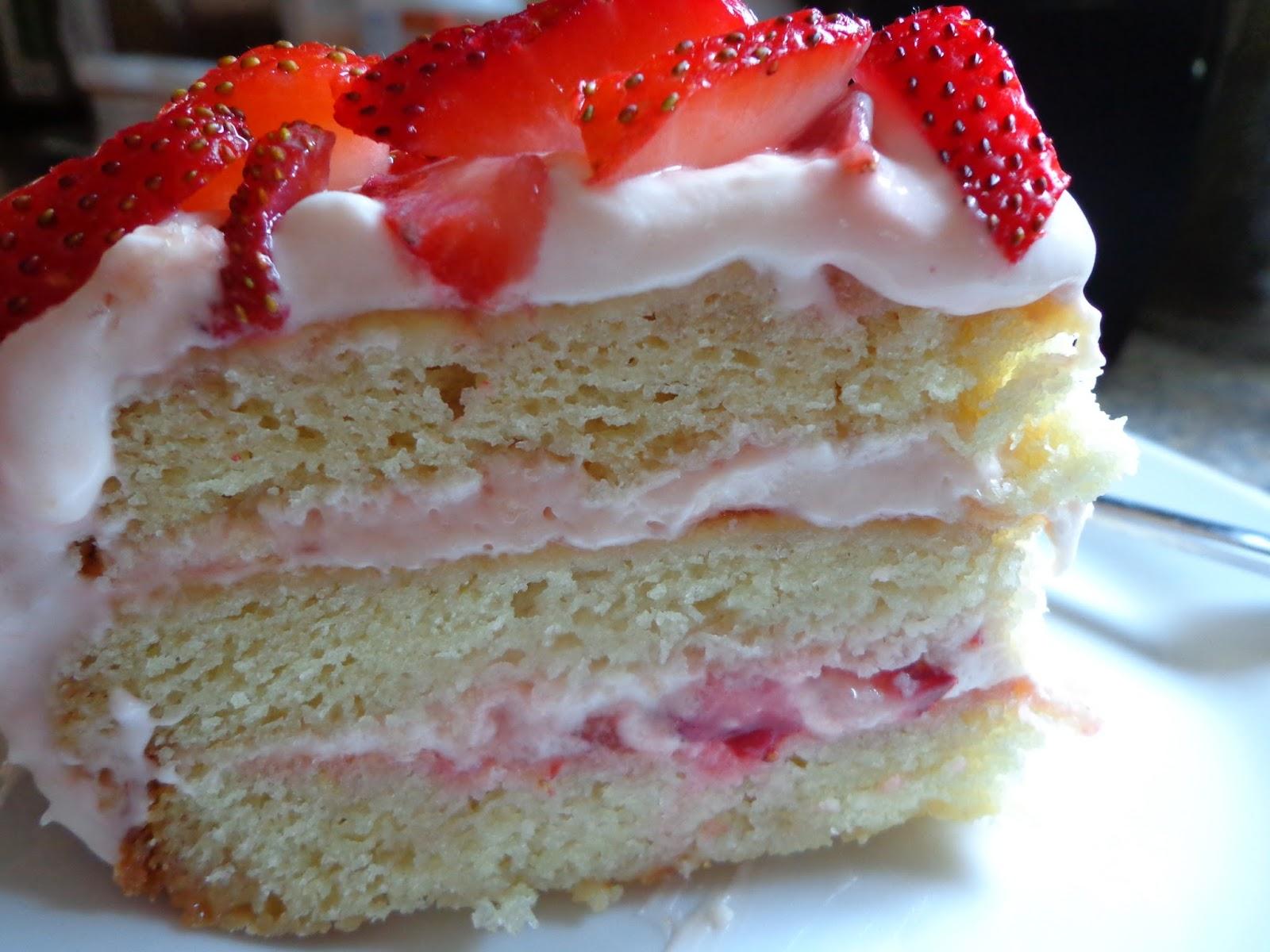 good food tutor vanilla cake with strawberry cream cheese