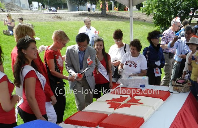 Tina Lange helps cut the Canada Day cake