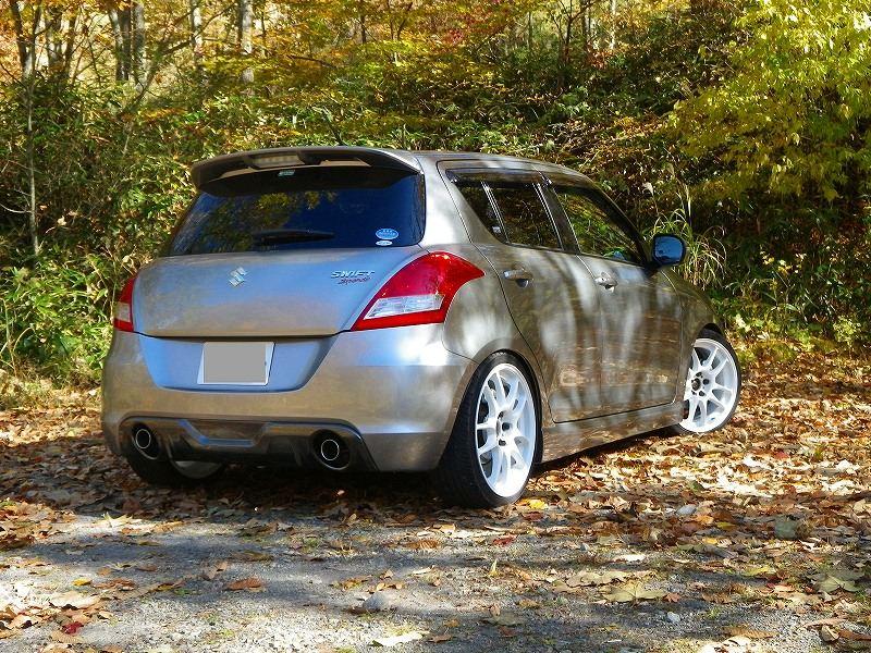 Suzuki Swift, IV, MK4, czwarta generacja, świstak, 5-drzwiowy, japoński hatchback, ciekawy design, usportowiony, tuning, białe felgi, white rims