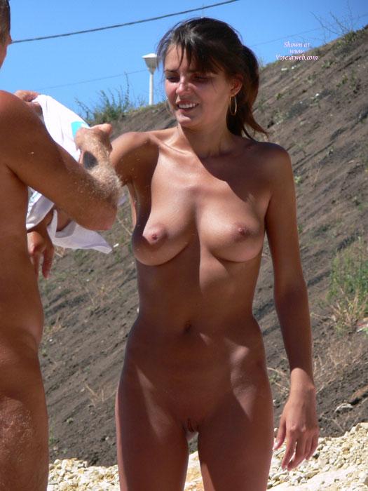 Chicas sexy en la playa nudista - Pornes