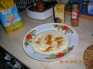 filetti di pangasio insemolati  e cotti  in letto di patate  rosolate - farciti  sopra con fontina e olvie nere