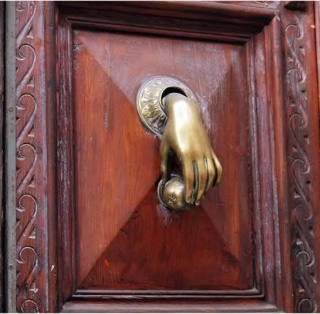 imagens, wtf, maçanetas, mão abrindo a porta, as 10 maçanetas de porta mais estranhas que você ja viu, eu adoro morar na internet