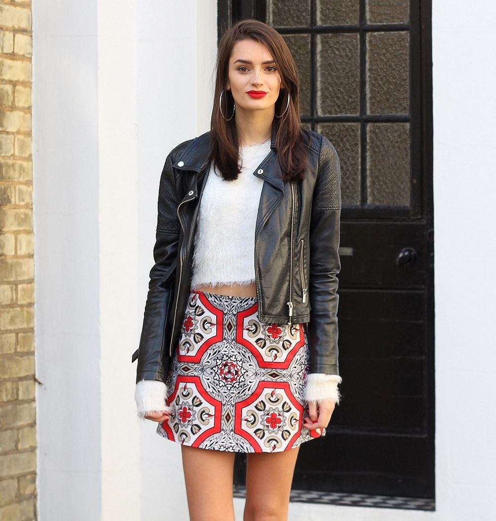 peexo fashion blogger wearing fluffy white crop top and motel rocks skirt