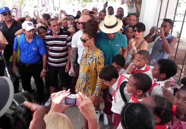 Jay Z t Beyoncé y pioneros cubanos en el casco histórico de la habana vieja