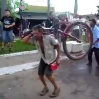 O bêbado dançarino e a bicicleta
