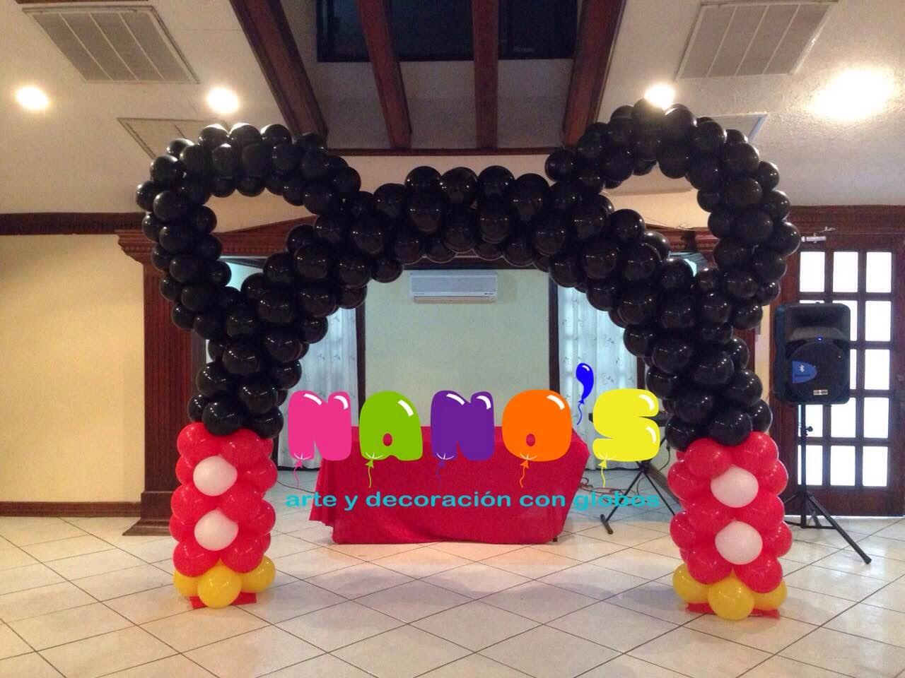 Decoracion con globos de mickey mouse ambientacion con for Decoracion de aulas infantiles