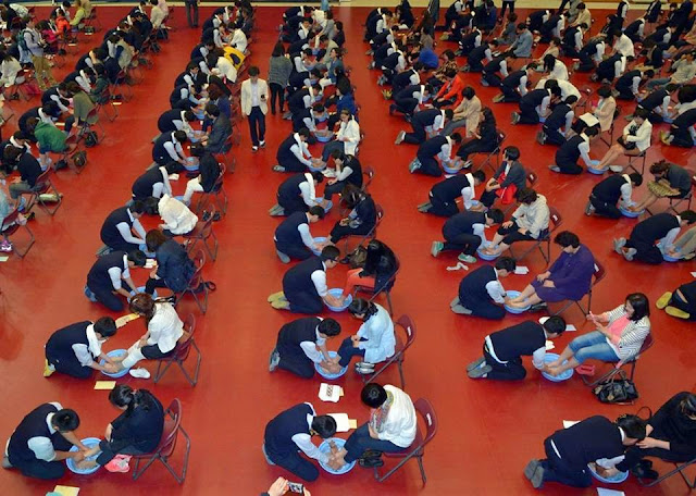 Xúc động với nghi lễ tạ ơn bậc sinh thành của học sinh Hàn Quốc
