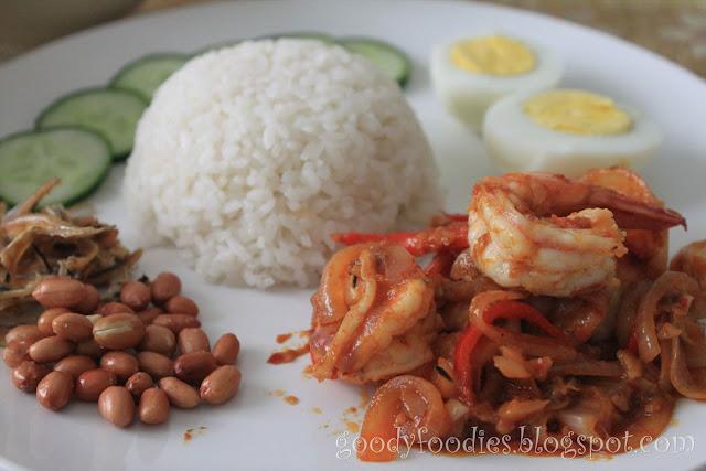 my favourite food nasi lemak My favourite food- chicken rice  my favorite food is chicken rice  my favourite food ( `masak gulai lemak cili padi'.