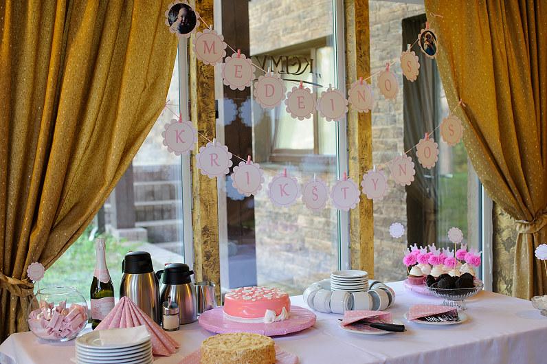 rožinis krikštynų stato dekoras ir atributika