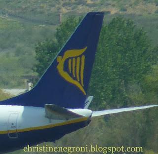 Ryanair+landing+Madrid.JPG