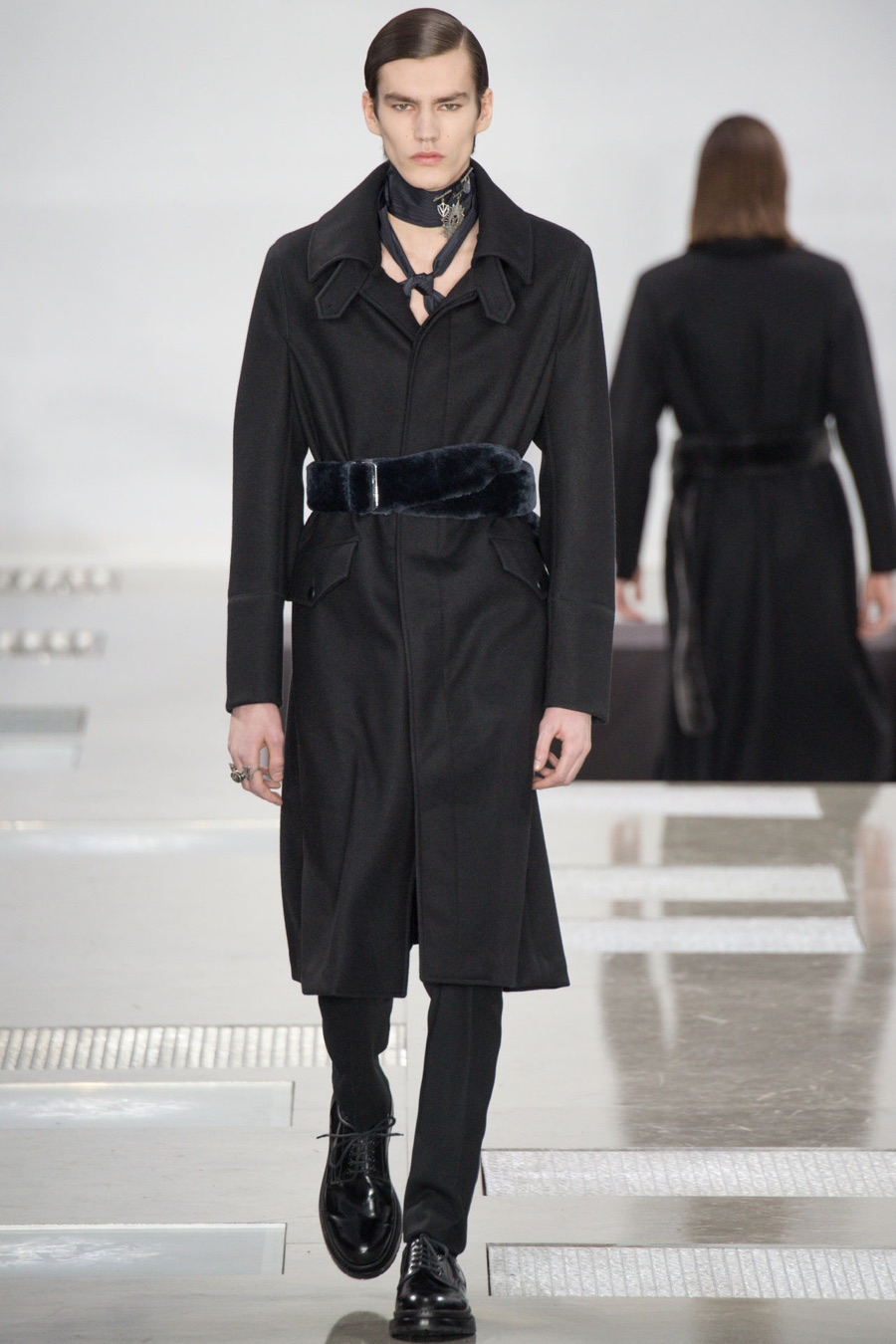 Collections MEN WINTER On March 4th , Clare Waight Keller unveiled the Givenchy Fall Winter collection. Sharp-edged silhouettes cut through city streets, their shadows casting stark contours in metallic urban lights.