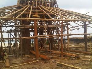 mengintip pembuatan rumah adat sumba