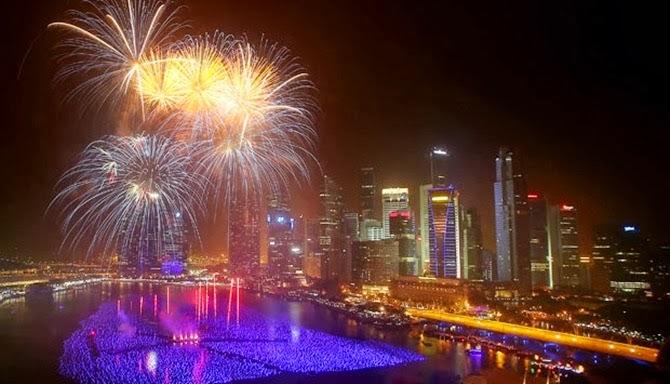 foto kembang api tahun baru di singapura