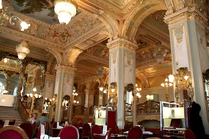 Cafe-New-York-interior-of-New-York-Palace-Boscolo-Hotel-Budapest-Hungary.png (690×459)