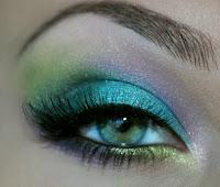 sexy green makeup