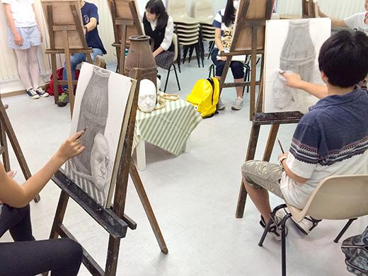 横浜美術学院の中学生教室 美術クラブ のびのび描こう!鉛筆で描く「静物デッサン」5