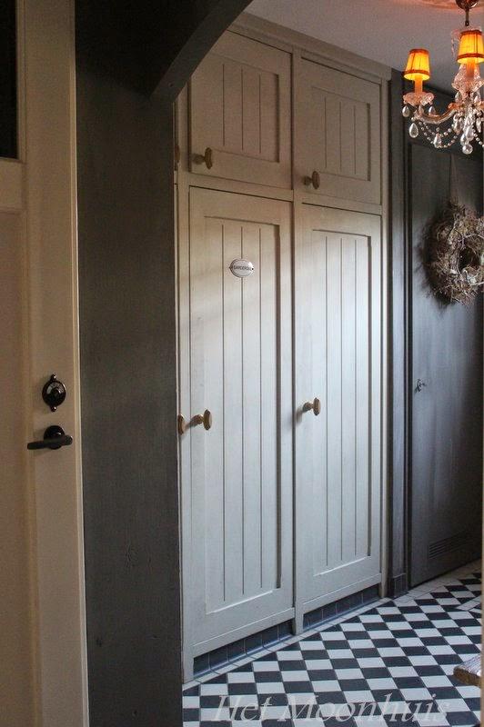 Op de deuren van de inbouwkast beneden zit namelijk ook krijtverf.