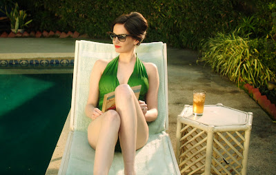 white-bird-in-a-blizzard-eva-green-bikini