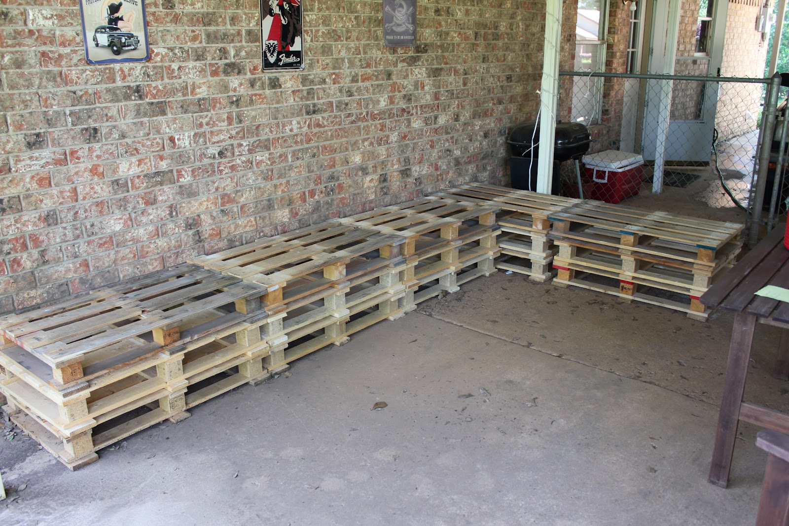 Patio Furniture Made with Pallets http://sassy-sparrow.blogspot.com/2012/04/diy-outdoor-patio-furniture-from.html