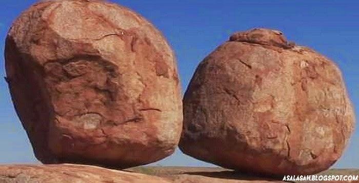 http://asalasah.blogspot.com/2015/01/wisata-batu-setan-di-australia.html