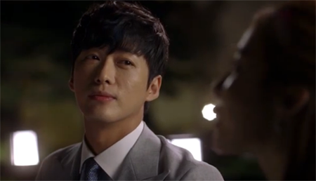 Nam Goong Min 남궁민 as Jo Sung Gyum listens to Sang Hyo's worries