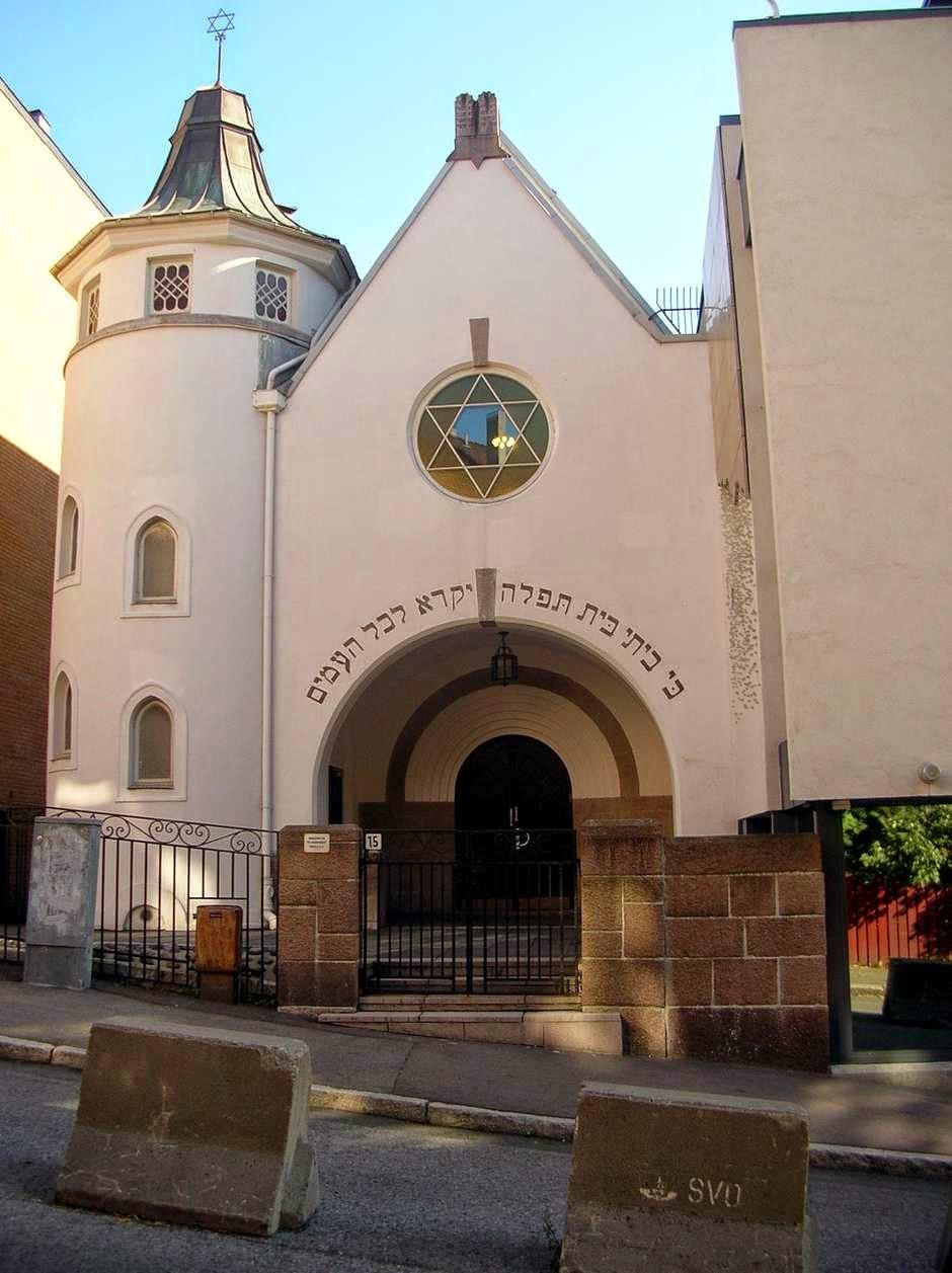 Muçulmanos rodearão sinagoga na Noruega em apoio a judeus