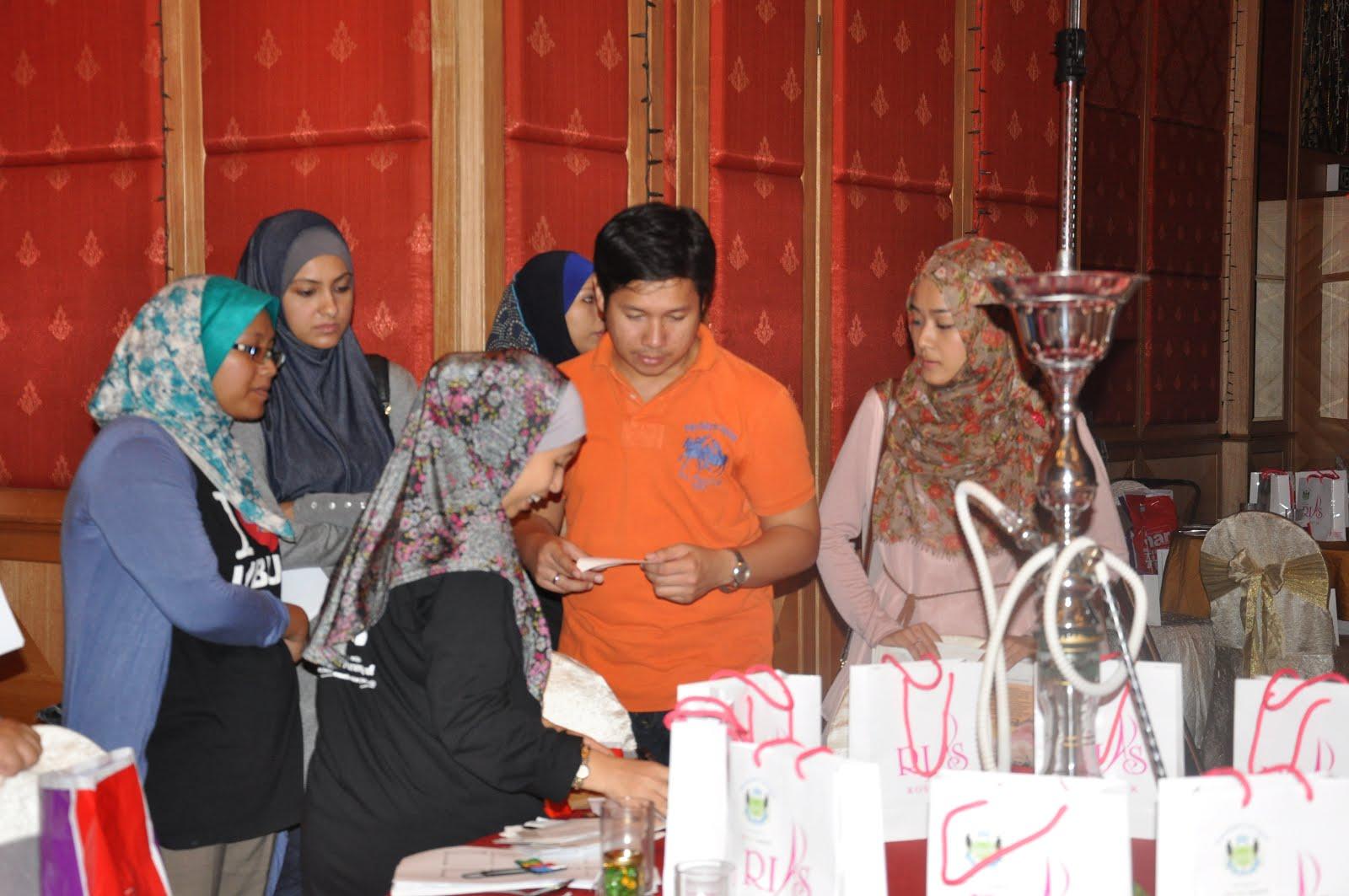 Brief emcee Event Ally Iskandar & Farah Deeba