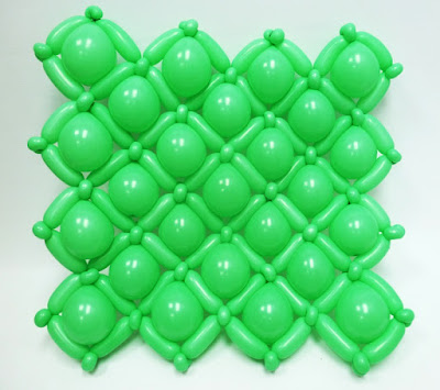 набивка каркаса панно воздушными шарами