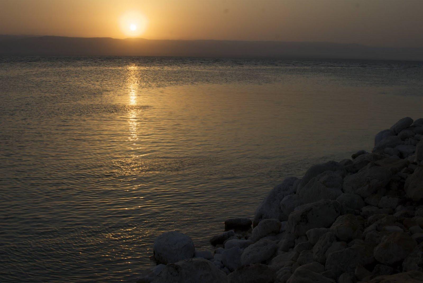 http://2.bp.blogspot.com/-G0b-2oW8UeI/TlqMyc6XDzI/AAAAAAAAEeU/n4LdA5PgvUM/s1600/dead-sea-sunset.jpg