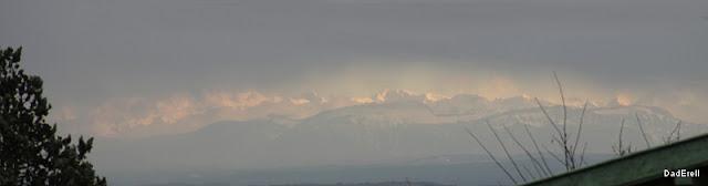 Chaine de Belledonne sous le plafond de nuages