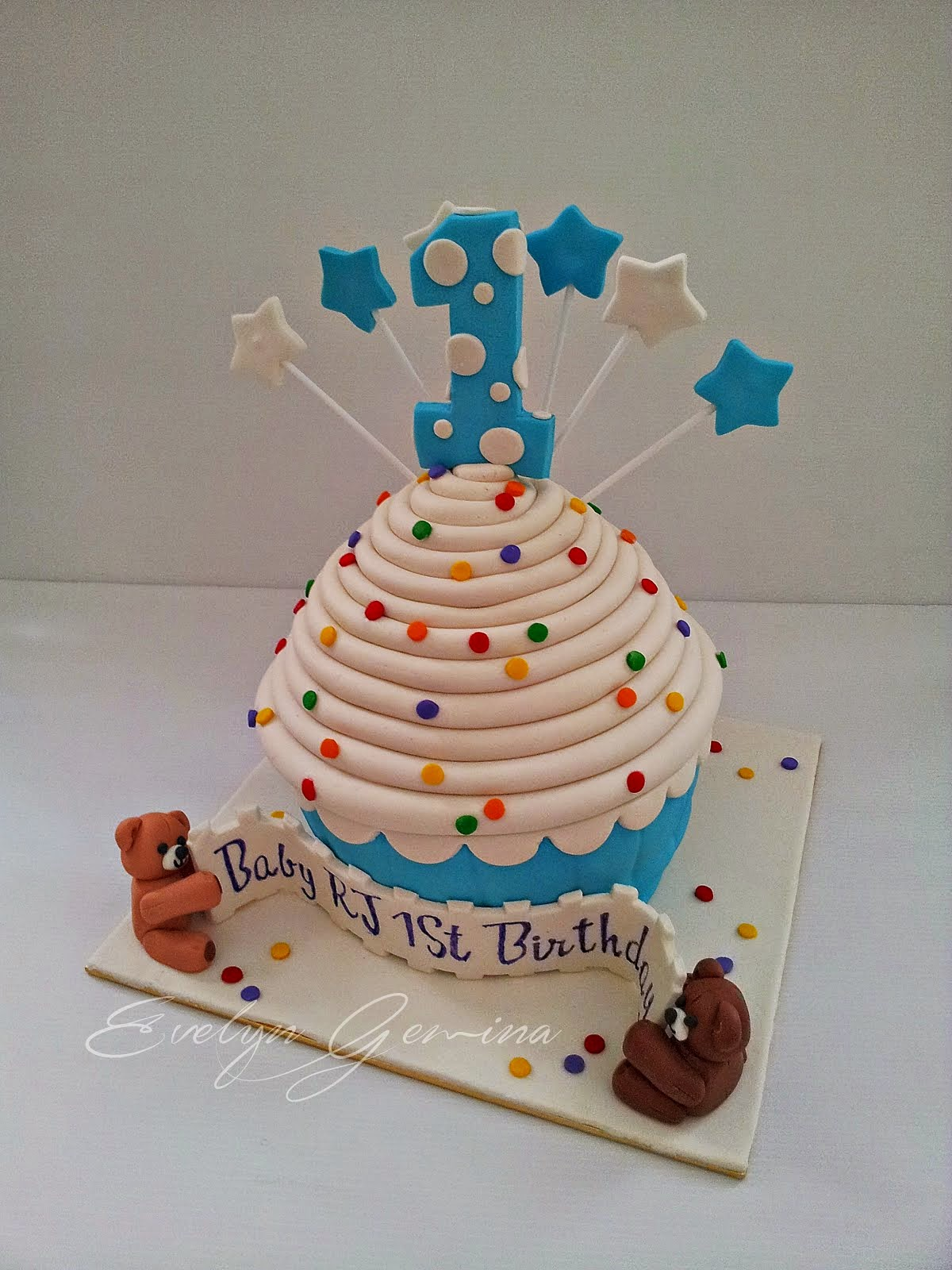 Fondant Cupcake Cake (Devil's Food Cake) / 3kg