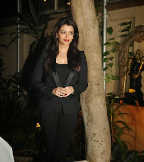 Aishwarya Rai Bachchan Celebrating her 41st Birthday with Media in Stunning BLACK Formal Dress Looking Young as ever