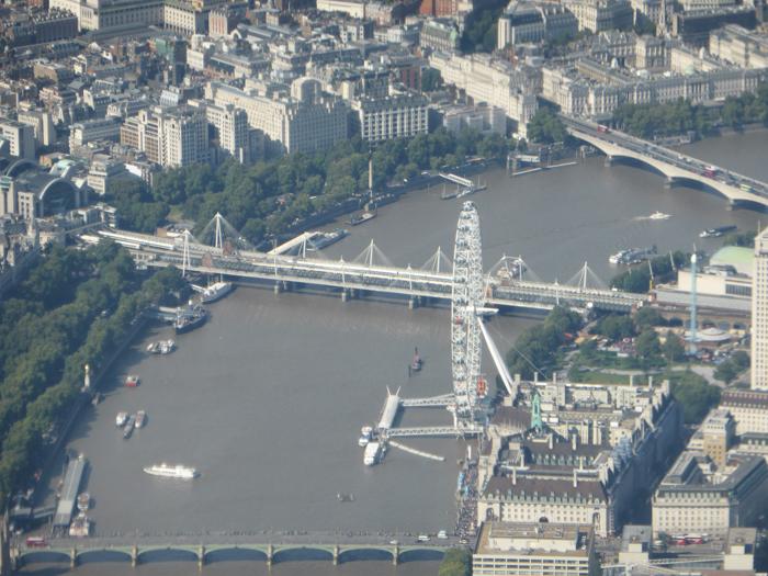 Flussschiffahrt auf der Themse Luftaufnahme London Eye Anflug Heathrow