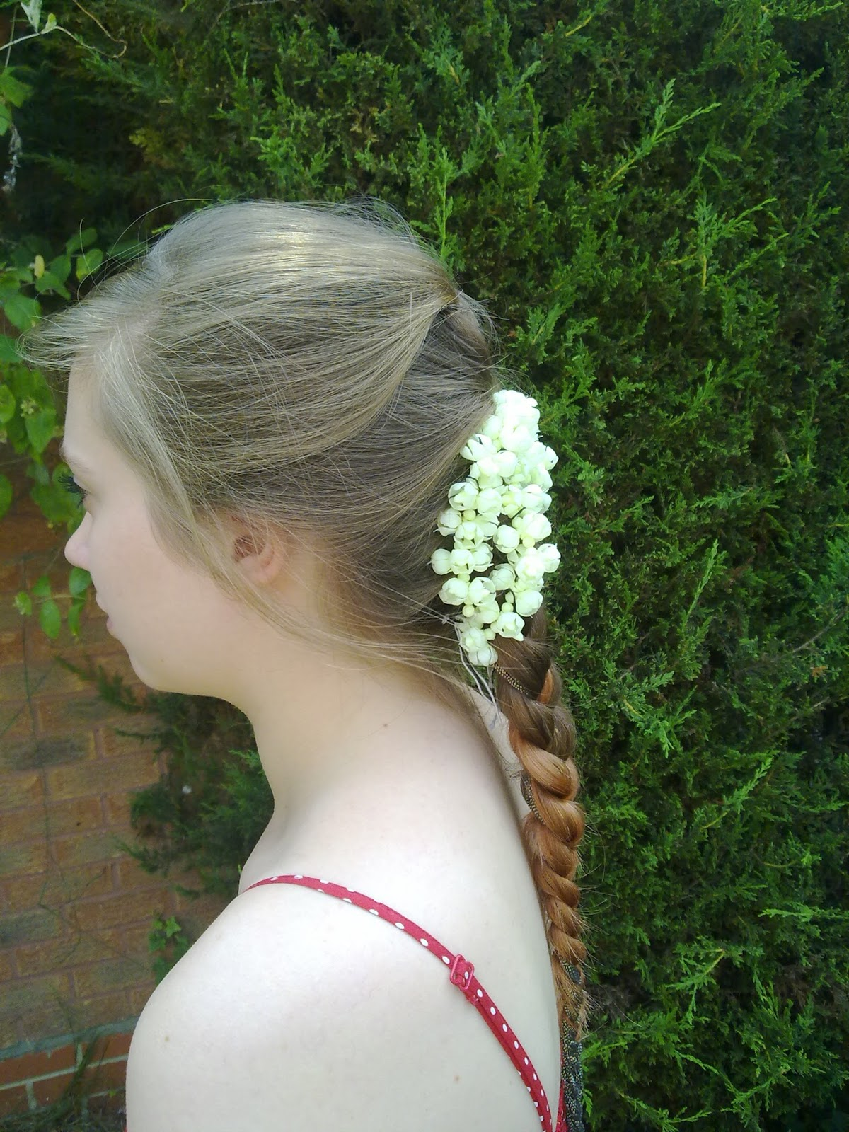 Pour la joie de la danse the guide to dance hair for non black hair this is what it would look like with flowers ideally these would be longer strings of flowers and would be fresh jasmine blossoms but alas were not in izmirmasajfo