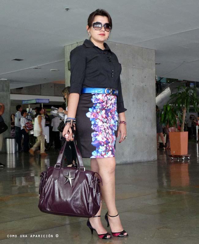black-shirt-sunglasses-bracelets-pencil-skirt-floral-peep-toe-shoes-bag-colombiamoda-street-style-como-una-aparición