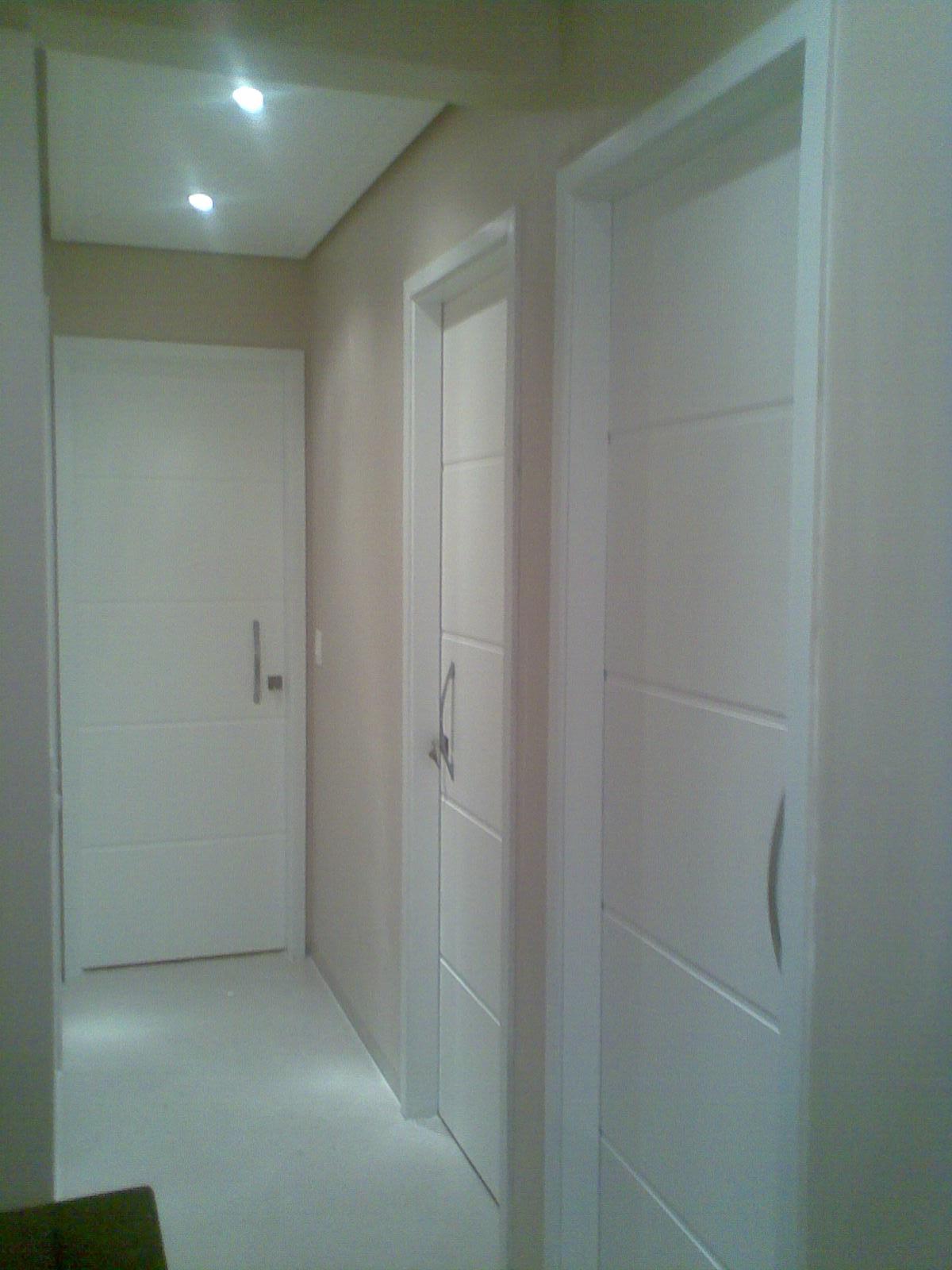 Para a porta de entrada vou por um puxador de 1 metro esse não abro  #303A1F 1200x1600 Banheiro Com Janela Interna
