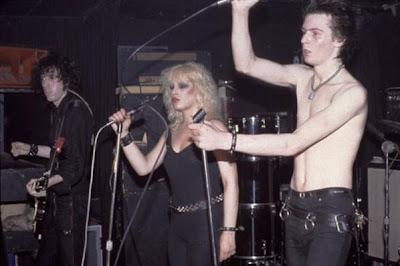 Pasangan fenomenal lainnya ialah pemain bass Sex Pistols, Sid Vicious ...