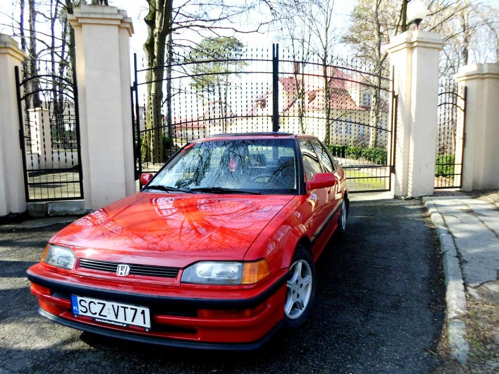 Honda Concerto, czerwona, przód, mało znane auta, japońskie samochody z lat 90