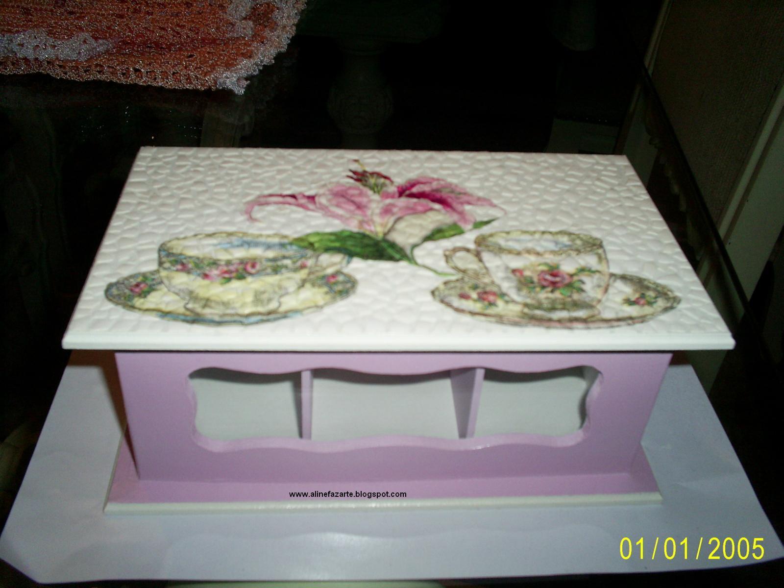 caixa de chá com tecnica de casca de ovo e decoupage