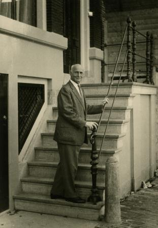 Otto%2B1960%2BAFF%2BBazel%252C%2BAFS%2BAmsterdam%2BVOOREENMALIG%2BGEBRUIK%255B2688 Otto Frank in later years