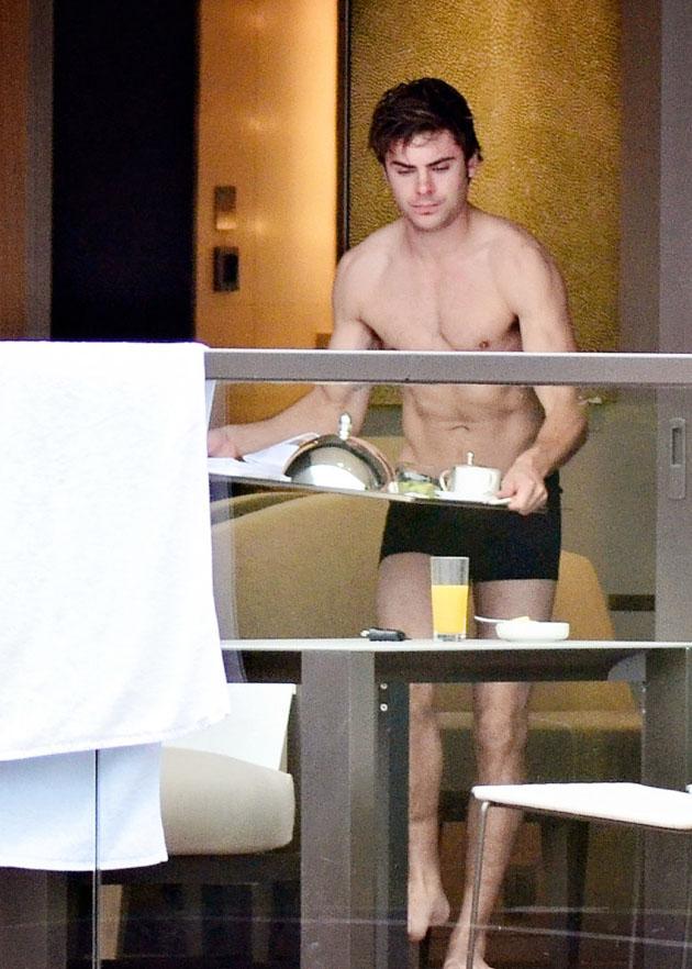 Zac Efron Desnudo