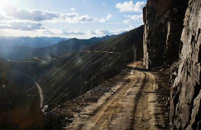 Estrada das montanhas de Sichuan - China