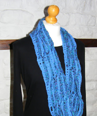 Crochet pattern for an infinity scarf