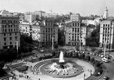 Фото Укринформ: Площадь Октябрьской революции,1990 год