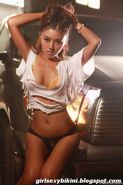 Hou Jia Boobs hot and sexy photo
