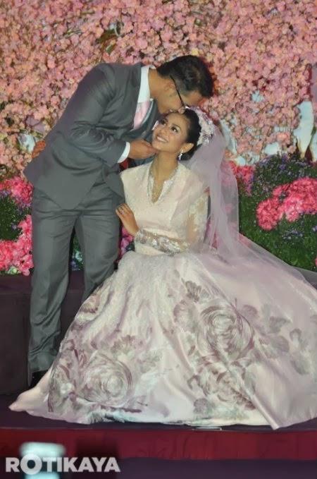 25 Gambar Resepsi Perkahwinan Fouziah Gous Dan Zhafran