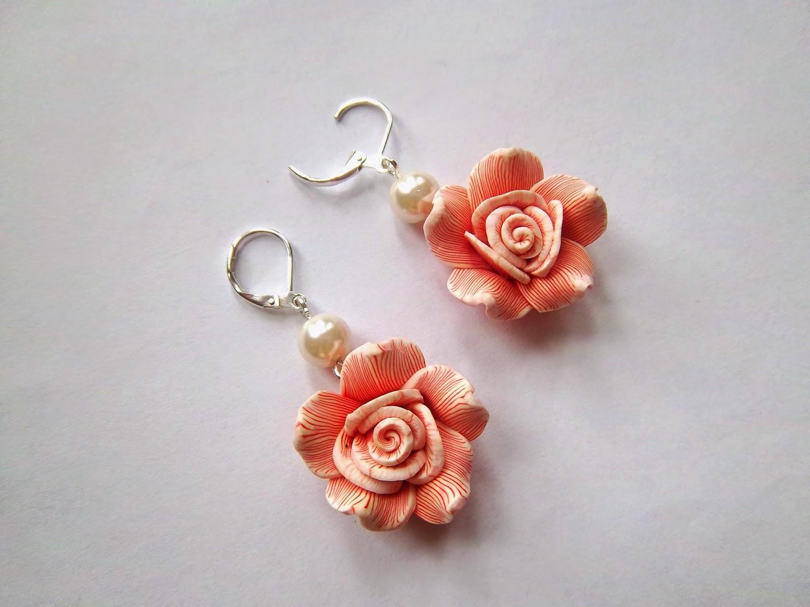 kolczyki róże pomarańczowe z modeliny perełki