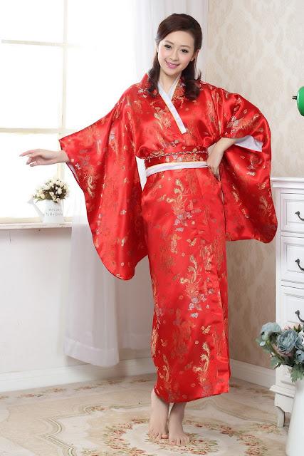 Model Kimono Jepang Warna Merah bahan sutera