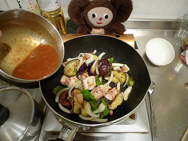 鶏肉とナス、万願寺、麸のみそ炒めの作り方(5)